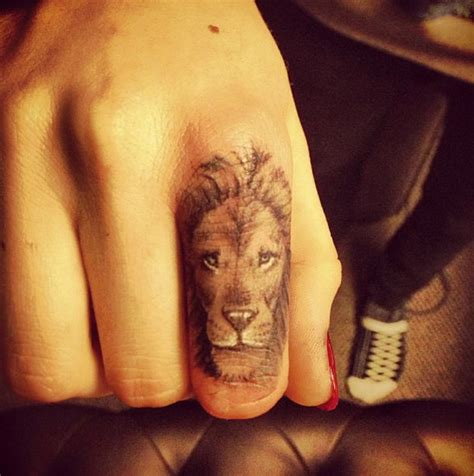 finger tattoo artist nyc cara delevingne shows off made in england tattoo