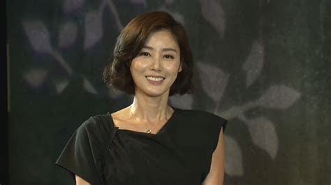 korean actress man this 50 year old korean actress is turning heads with her