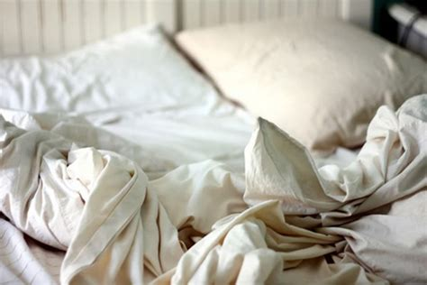 cover for comforter is called three dead as man struggles to put duvet inside cover the poke