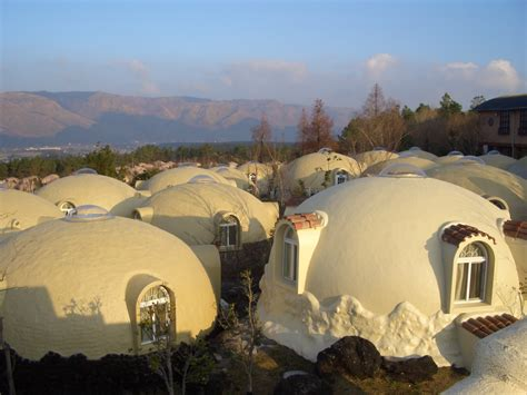 Shape Of House by Dome Houses Of Japan Made Of Earthquake Resistant