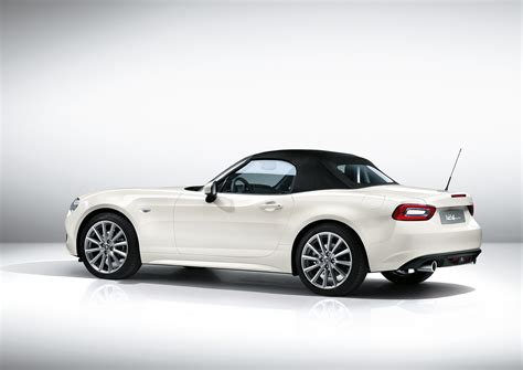 fiat 124 spider makes its european debut at the 2016