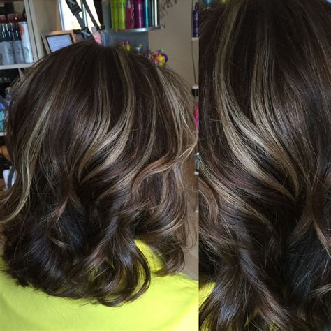 highlights beige medium brown hair color with light beige highlights on the