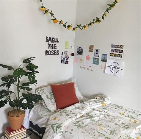 artsy bedroom aesthetic art artsy bedroom flowers