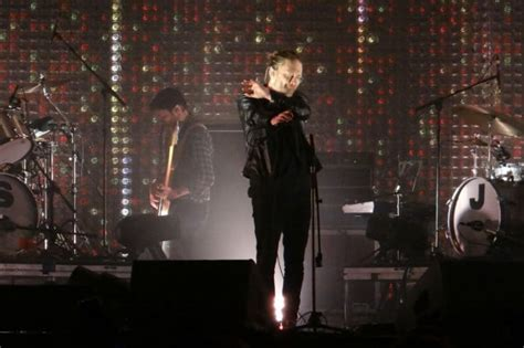 Radiohead Band Musik radiohead delights fans by gifting spectre bond