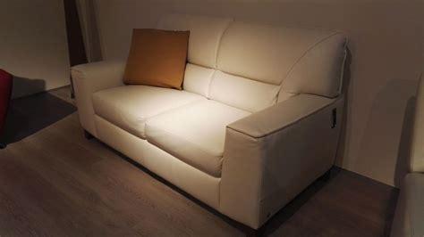 divani e divani natuzzi divani divani by natuzzi divano agio pelle scontato 30