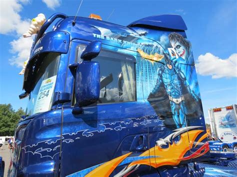 R Batman mb actros the joker versus scania r batman encamion