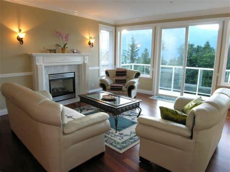 wandleuchten wohnzimmer modern moderne wandlen f 252 hren einen sitlvollen effekt in den