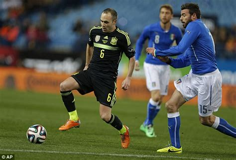 Kaos Scores Pressure Nike spain beat italy 1 0 in friendly diego costa disappoints daily mail