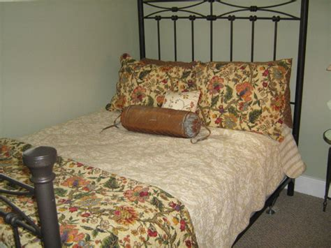 Staging A Bedroom Inexpensively And Staging A Bedroom Inexpensively And Sell