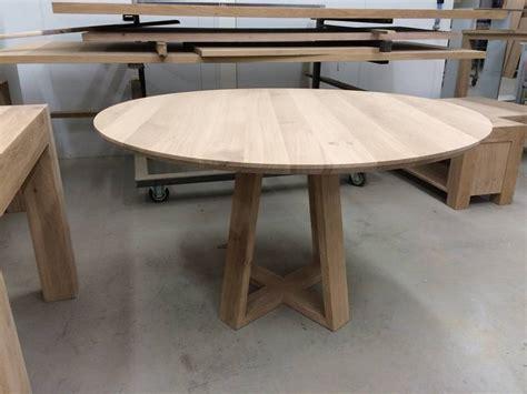 uitschuifbaar tafelblad maken eettafel rond eikenhout verjongd uniek onderstel te