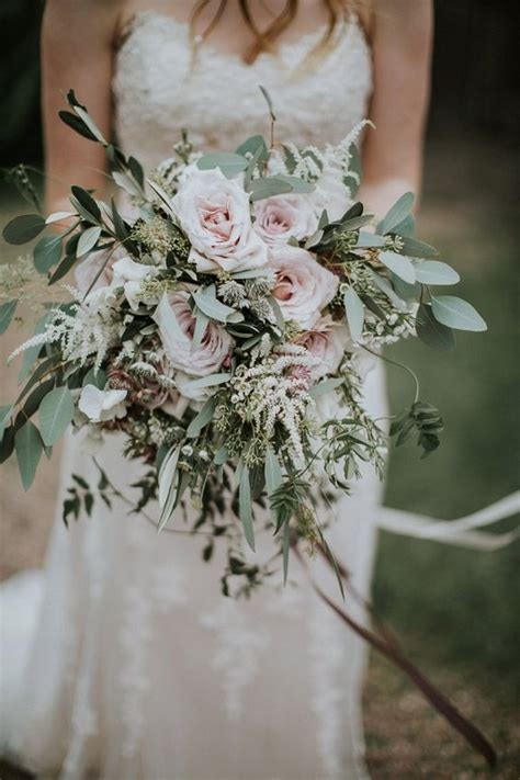 gorgeous  trendy greenery wedding bouquets