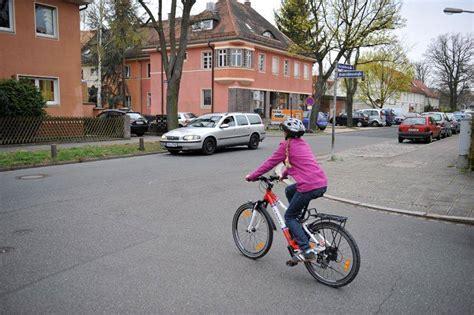 Kinder Im Auto Nach Hinten by Verkehrserziehung Rechts Vor Links