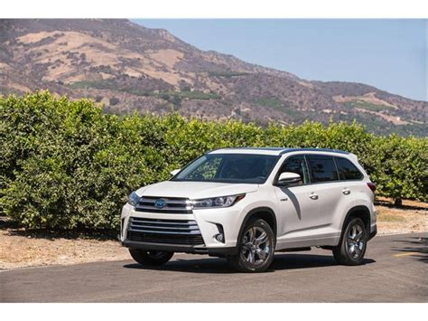 toyota highlander hybrid 2018 2018 toyota highlander hybrid refresh and performance