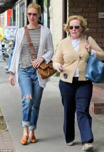 katherine heigl treats mom nancy to a casual lunch after