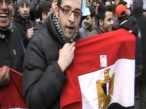 il consolato egiziano a manifestazione per chiedere le dimissioni di mubarak al