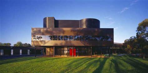 Schwarze Villa by The Black Villa Savoye Architectuul