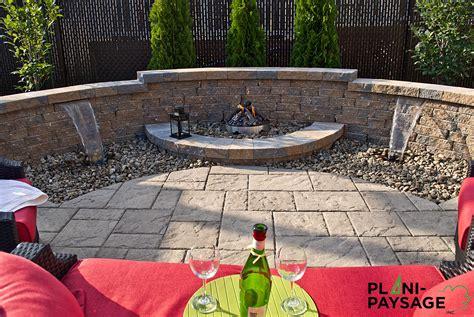 dalle exterieur 514 jardin d eau avec foyer ext 233 rieur sur patio de dalle