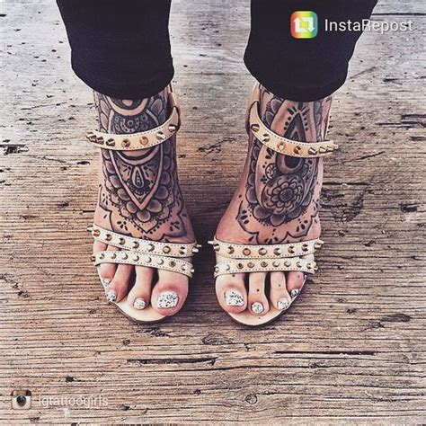 how much is it to get a henna tattoo 25 best ideas about foot tattoos on future