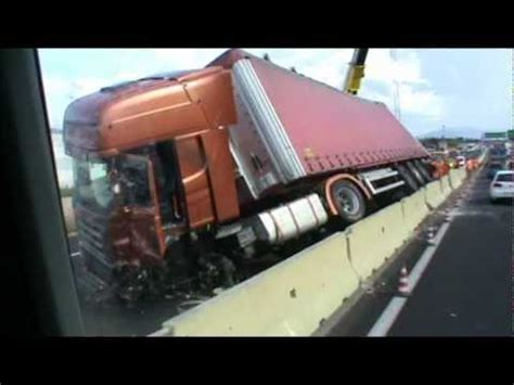 al camin scania r truck crash camion tir incidente in autostrada