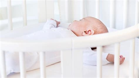 Can I Swaddle My Baby In The Crib 92 Can I Swaddle My Baby In The Crib How To Get Your Baby Sleep Without Being Held 3