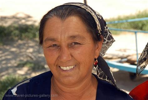 uzbek smiling stock photos uzbek smiling stock images alamy pictures of uzbekistan country 0021 people woman with