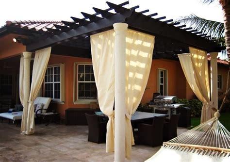 pergola en bois avec rideaux 50 id 233 es cools pour le jardin