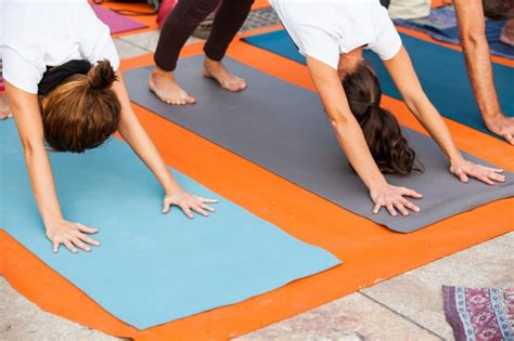 imagenes haciendo yoga mujeres haciendo yoga descargar fotos gratis