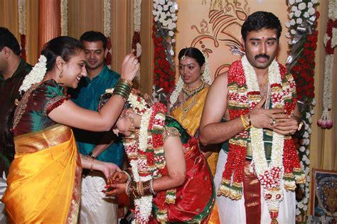 Actor Kr Vijaya Family Photos