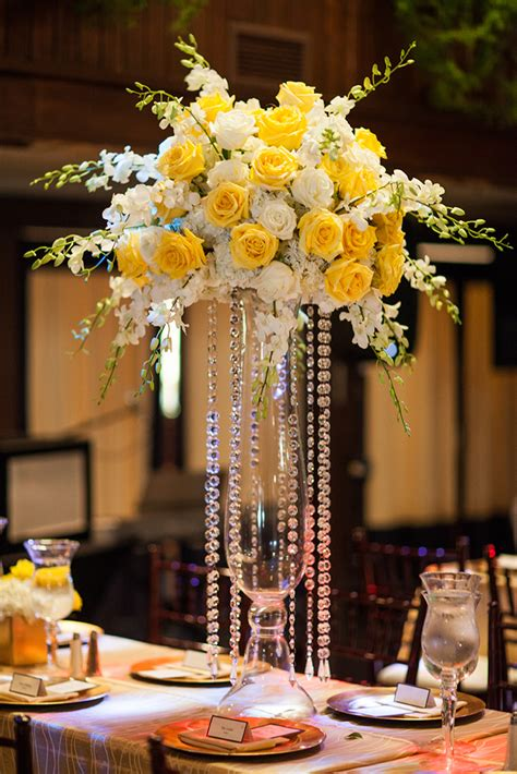 pictures of centerpieces white and yellow wedding artquest flowers