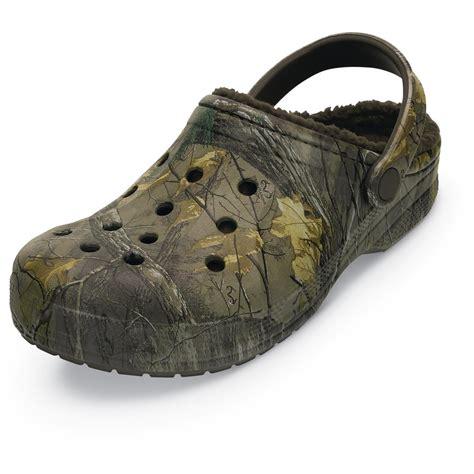 realtree mens slippers crocs unisex realtree xtra camo winter clogs 665561