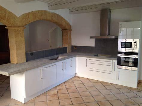 poser un plan de travail de cuisine pose d un plan de travail dans une cuisine 224 grans