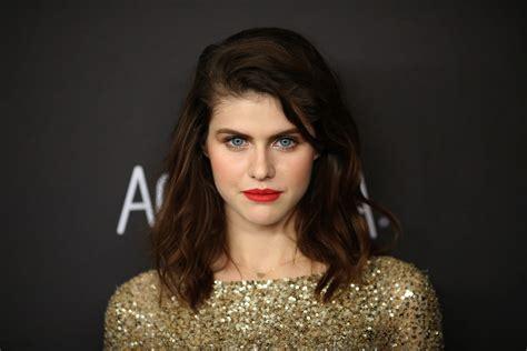 tom jackson imdb baywatch actress alexandra daddario flaunts cleavage in