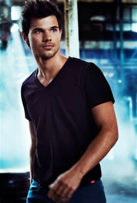 taylor lautner bench taylor lautner for bench photos the ultimate fan