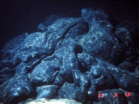 how do you a lava l this is pillow lava pillow lava is an volcano