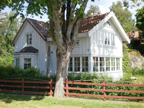 swedish farmhouse style 1000 images about farm homes saltbox colonial on