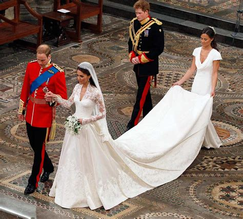 william and kate royal wedding 2011 kate arrived at westminster abbey wearing a long sleeved
