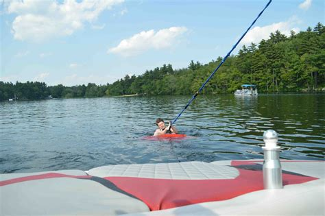 wake boat surfing how to get up on a wakesurf board theskimonster