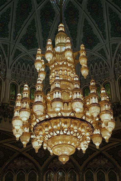 der kronleuchter foto kronleuchter in der sultan qaboos moschee muscat
