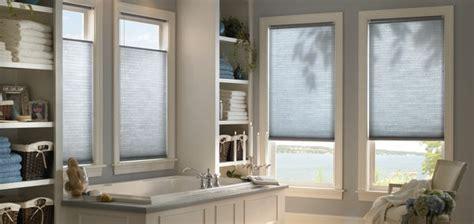 rollo badezimmer 80 designs rollos f 252 r badfenster archzine net