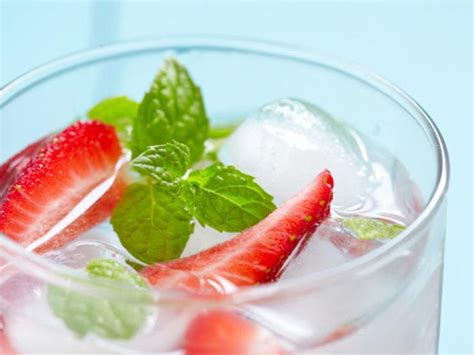 Flat Belly Detox Water Strawberry by 25 Flat Belly Sassy Water Recipes