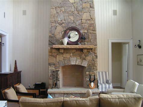 30 stone fireplace ideas for a cozy nature inspired home 30 ejemplos de chimeneas de piedra arquitectura design