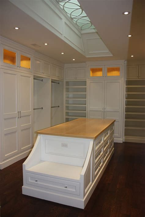 Walk In Closet With Center Island by 25 Best Ideas About Closet Bench On Entryway