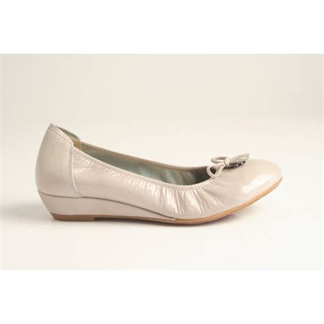 shoe wedges sabrinas sabrinas beige patent leather low wedge shoe with