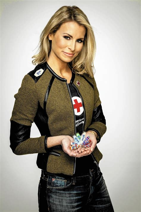 news bytes supermodel niki taylor shows giving blood is supermodel niki taylor demonstrates giving blood is in