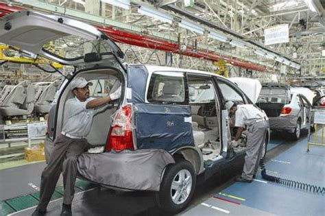 Toyota New Plant In India Toyota Declares Lockout At Karnataka Plant Car News