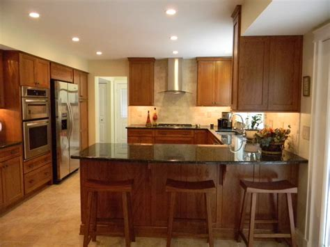 lowes kitchen design center sugar creek cherry with pecan finish by schuler cabinetry