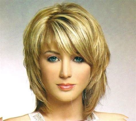 hairstyle feathered away from face best 25 feathered hairstyles ideas on pinterest fringes