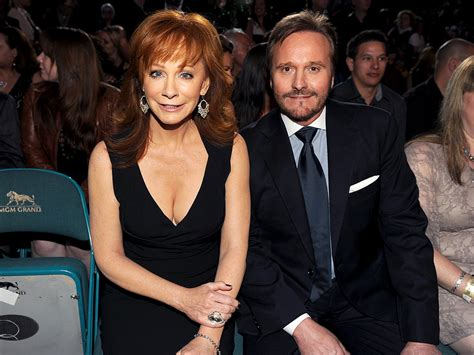 kelly clarksons husband cheating brandon blackstocks ex reba mcentire confirms date of divorce from narvel