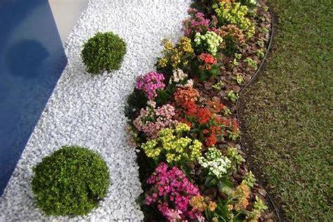aiuole fiorite con sassi aiuole fiorite tutto l anno fiori idea immagine