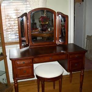 Bedroom Vanity Cherry Warm Cherry Vanity Set Bedroom Furniture By Powell